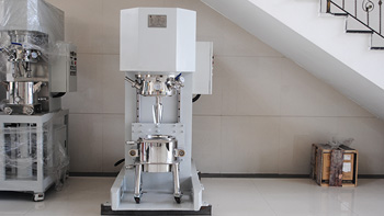 Difference between vertical kneading machine and double planetary mixer