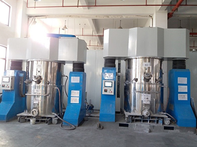 Double planetary mixer for producing battery slurry